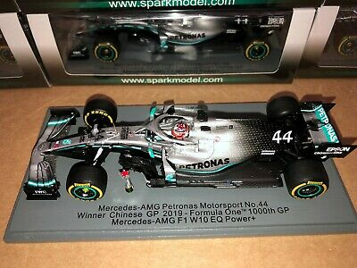 Spark 1:43 Lewis Hamilton Mercedes W10 Chinese GP F1 2019 1000th race + trophy