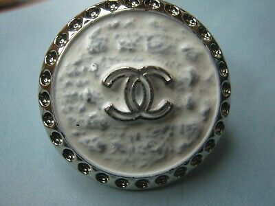 Chanel 1 cc button   WHITE SILVER 23mm lot of 1 good condition
