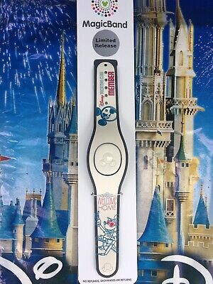 Disney Parks Mickey Mouse DVC Exclusive LR Magic Band In Hand