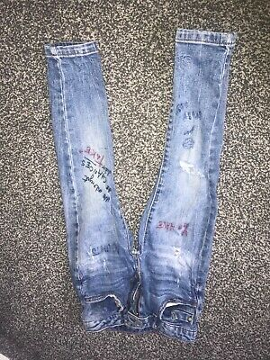 zara boys jeans age 5 blue with red and black writing