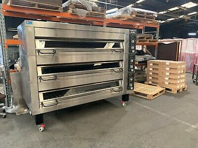 Carlyle Ultima 4 Tray 3 Deck Oven with Steam