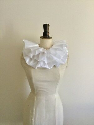 White taffeta, double circus neck ruff, pierrot clown, Burlesque costume.