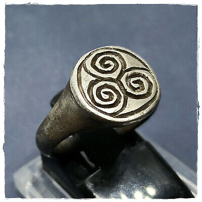 ** T R I S K E L I O N ** MILITARY ancient SILVER Roman-Greek ring!!! 7,84g