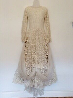 Beautiful VINTAGE WEDDING DRESS, 8 - 10.  50's - 60's.  Very lacey.