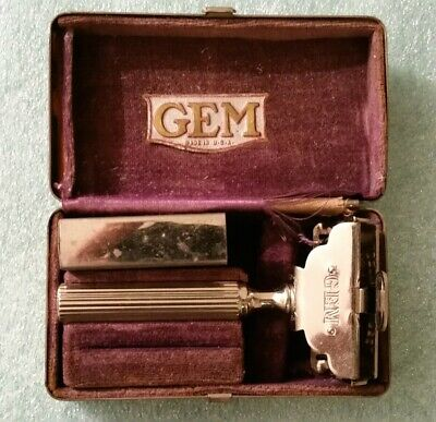 Vintage  GEM  Razor  In Chrome Case - Made in Brooklyn NY  Pat. 1912