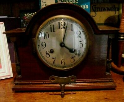 Attractive Antique Mahogany Cased 8 Day Striking Movement Mantelpiece Clock