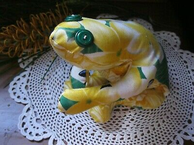 NEW!Gorgeous Handmade Cloth Frangipani Sand Filled Weighted Frog Doorstop.Sweet!