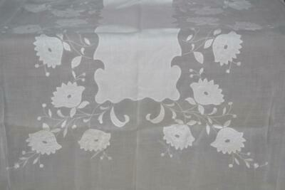 Pristine Vintag White Madeira Hand Embroidered H Applique Organdy Tablecloth 104