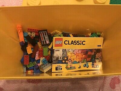 Lego 10698 Classic Box Set -Various Bird -Scooter - Buildings Used