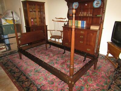 Kittinger Furniture Colonial Williamsburg Mahogany CW58-1/2 Single Post Bed