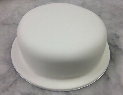 Plain Iced. 10 inch Round Jamaican Rum Fruit Cake (blended fruits) Christmas.