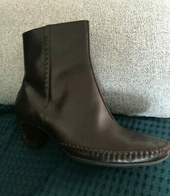 Clarks K leather ladies dark brown boots. Size 5.5 Fab Xmas gift!