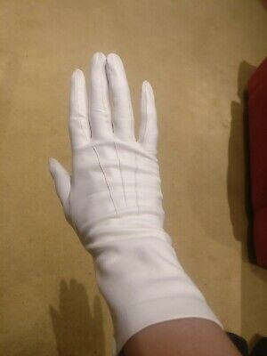 Ladies Lambs Skin Leather Gloves Pure Silk Lining Size 6 and a half. Small