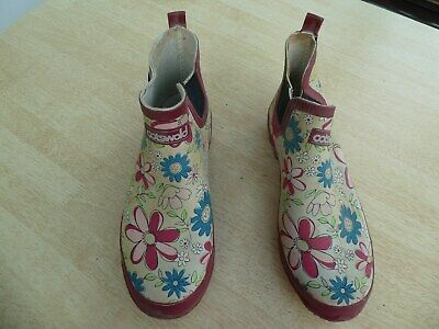 Cotswold waterproof garden shoes. size 8
