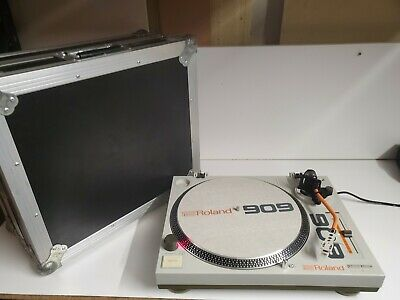 Roland TT-99 Turntable 909 with 3 speeds & stable torque. With flight case!
