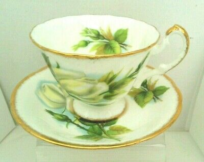 "OZ.  Vintage ""PARAGON"" Bone China Tea Cup and Saucer Made in England"