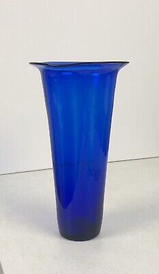 Beautiful Classic Collectible Large Cobalt Blue Blown Glass Vase