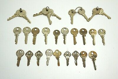 Lot Of 28 Vintage / Antique All Yale Lock Keys Mixed Shapes & Sizes Junior Towne