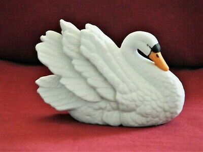 Royal Heritage White Color Swan/Bird Figurine– Ceramic Porcelain- Collectible