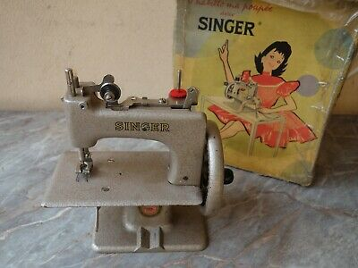 Vtg Rare French Gold Singer 20 Sewhandy Child's Hand Crank Sewing Machine Toy