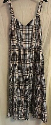 Ladies Black And White Dress By New Look Size 16