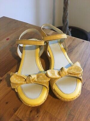 Clarks Girls Yellow sandals at size UK1.5 F EU33.5