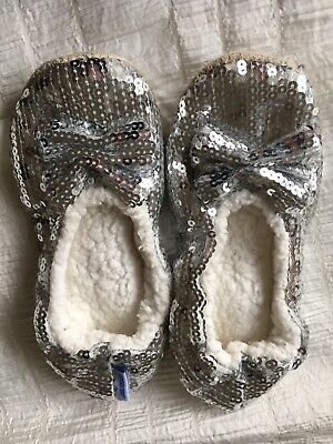 Girls Silver Sequin Snoozie Slippers (Childs Med)