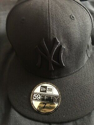 New Era 59FIFTY MLB New York Yankees Black on Black Essential League Fitted Cap