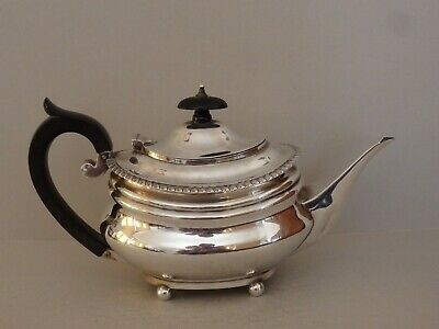 EDWARDIAN STERLING SILVER TEAPOT - CHARLES STUART HARRIS - LONDON 1904 - 391 g