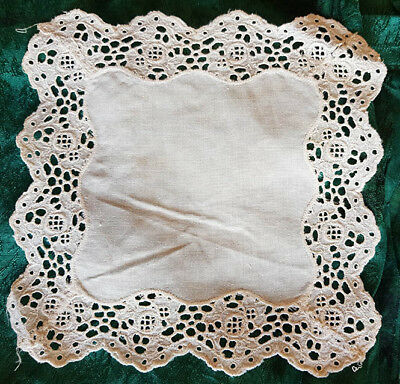 White doily, vintage, with scalloped wide lace edge