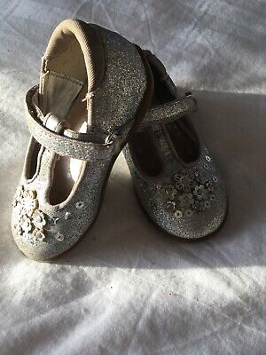 little girls silver/glittery TU Christmas/party shoes size 4 good condition