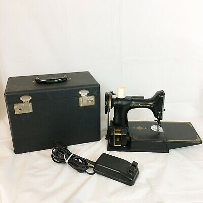 Vintage Singer Featherweight Sewing Machine CAT 3-120 With Case And Pedal