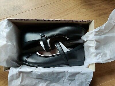 CLARKS girls black leather school shoes Size UK 2 F