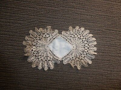 Antique/Vintage/Retro Lace Doilie. Approx 21cm x 12cm.