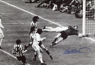 Sunderland goalkeeper Jim Montgomery signed 1973 FA Cup Final save photo