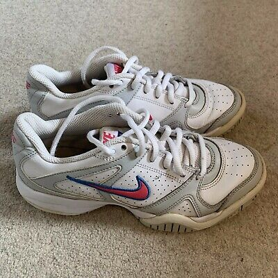 Nike City Court 6 girls/ladies trainers in white - size 3