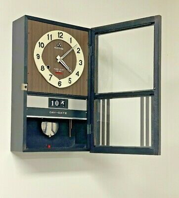 RHYTHM THREE STAR 30 Day Mechanical DAY-DATE  Wall Clock Wind Up W/ Pendulum&key