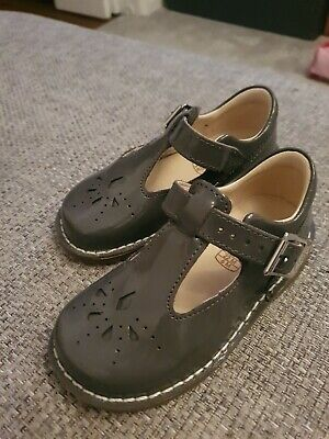 Immaculate Clarks girls shoes 5.5f