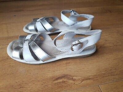 CLARKS GIRLS SANDALS SHOES Silver White Leather Summer UK 12.5 / EUR 31 E - VGC