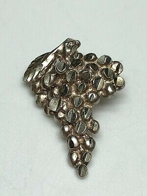 """Sterling Silver 925 Tested Unmarked Bunch Of Grapes Charm Pendant Nice 2.0g 1"""""""