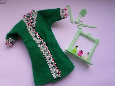 Topper Dawn Palitoy Pippa doll clone - green robe and vanity accessories