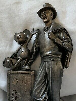 Walt Disney And Mickey Mouse Storytellers Statue Cast Member Exclusive