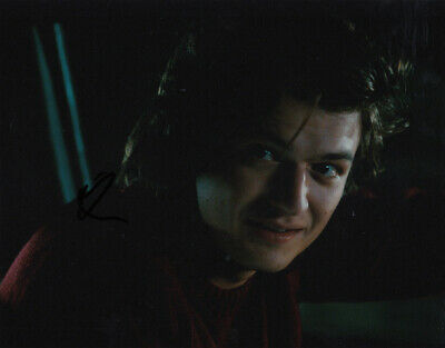 Joe Keery signed 10x8 photo AFTAL & UACC [16613] FULL Signing Details COA