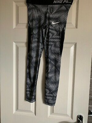 Girls nike leggings size M Age 10-12 Used Excellent Condition