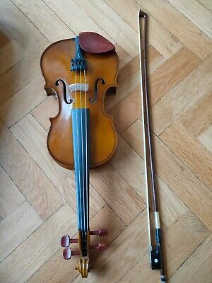 The Stentor Student 3/4 Violin with Bow and Case. Used but excellent condition.