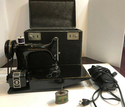 1937 Vintage Singer Featherweight  3-110 Sewing Machine With Case And Foot Pedal