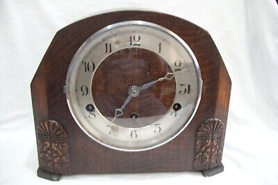 Antique / Vintage 8 Day Oak Cased Chiming Mantle Clock.