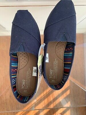 NWT Toms Classic Womens Navy Canvas Slip On Shoes W7