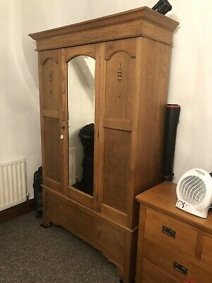 Antique Edwardian Mirrored Door OAK Wardrobe with Drawer. Very good condition.
