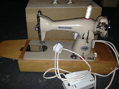 Vintage Janome New Home Sewing Machine in Carry Case - Good Working Order